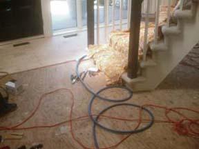 le plancher avant l'installation autour de l'escalier