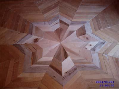 Autre plancherde bois franc avec motif en étoilé 8 branches